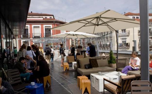 Mercado de san anton in de wijk chueca spanje - Dakterras restaurant ...